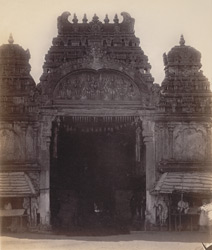 Madura. The Great Pagoda [Minakshi Sundareshvara Temple]. The porch at entrance